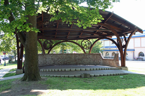 Farmin Bandstand_Front